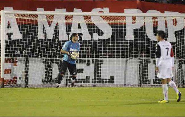 Gana la pulseada. El Patón Guzmán mañana arrancará como titular en el ensayo de fútbol.
