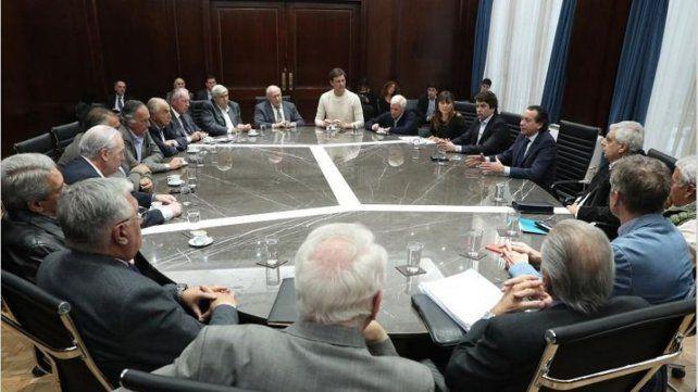 Gobierno, empresarios y la CGT acordaron el pago de un bono de 5.000 pesos