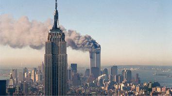 TERRORISMO. El humo se desprende de las edificaciones del World Trade Center, que pronto se desmoronarían.