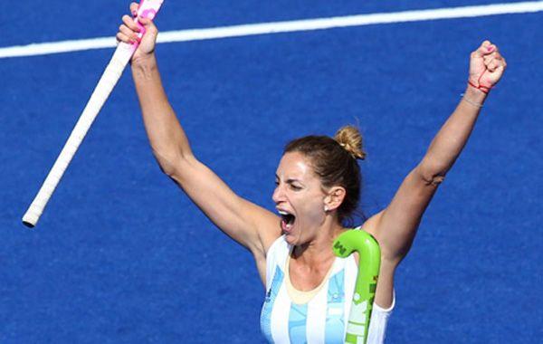 Un triunfo para alimentar la esperanza. Luciana Aymar jugó en gran nivel y convirtió dos goles. Mañana enfrentan a Estados Unidos