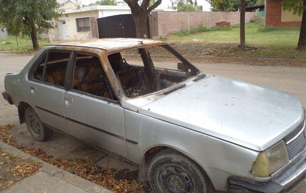 Misterio. En Bogado al 2100 ardió un Renault 18. Los casos son similares.
