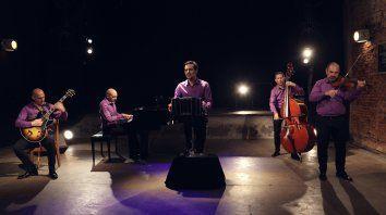Lautaro Greco en bandoneón, Cristian Zárate en piano, Sebastián Prusak en violín, Sergio Rivas en contrabajo y Esteban Falabella en guitarra eléctrica integran el Quinteto Revolucionario.