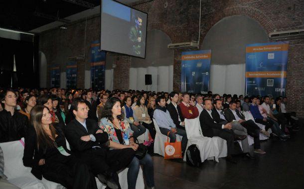 Atentos. Los emprendedores que surgieron de Endeavor fueron anfitriones de un público multitudinario en la Experiencia Rosario 2014.