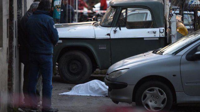 Circulaba en una moto y lo mataron a balazos desde otro vehículo