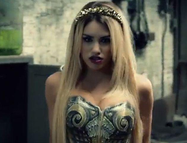 La actriz y cantante muestra toda su belleza y sensualidad en un video a puro baile y seducción.