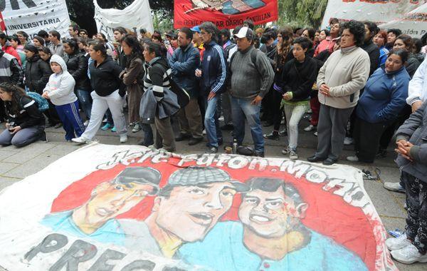 Una nutrida marcha recordó hoy frente a Tribunales el asesinato de los chicos de zona sur. (Foto: S. Toriggino)