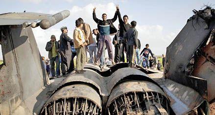 Kaddafi ataca ciudades clave pese a la operación militar internacional
