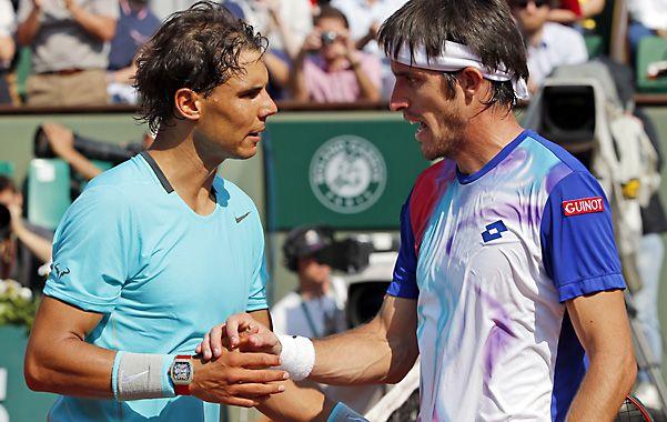 Intratable. Así resultó el español para el correntino Mayer en el court central de Roland Garros.