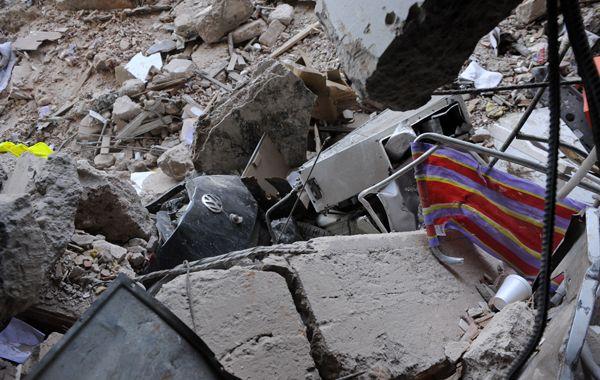Hoy la hermana de Santiago Laguia pudo acceder al edificio siniestrado. (Foto: H. Rio)