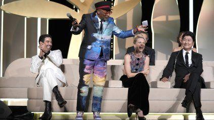 Metida de pata. Spike Lee anuncia por adelantado a la ganadora del premio máximo y todos estallan de risa. Antes hubo un silencio mortal.