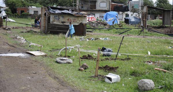 Hubo incidentes en el desalojo de un grupo de familias que levantaron casillas y lotearon terrenos en Nuevo Alberdi