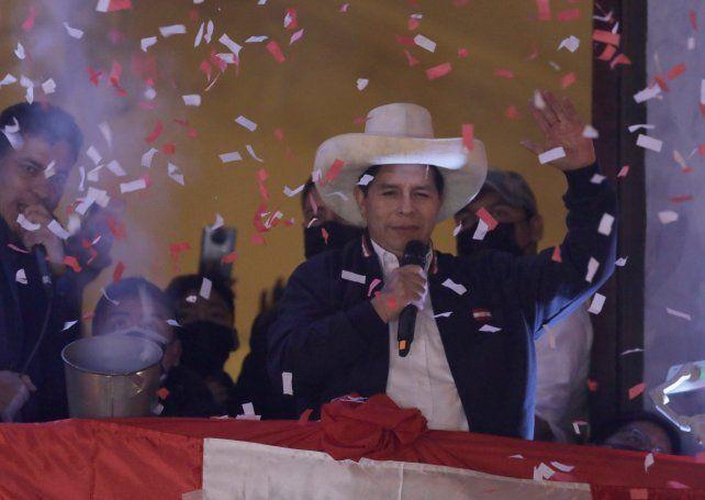 Castillo celebra su declaración de presidente electo un mes y medio después del balotaje.