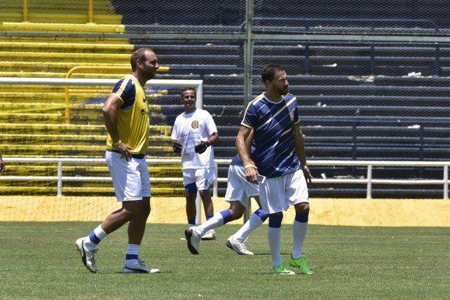 Carbonari y el Kily durante un partido de la categoría 74 en el Gigante.