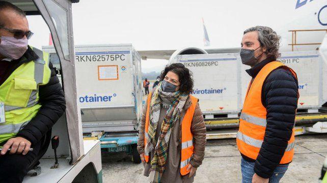 El cargamento de vacunas fue recibido en Ezeiza por el jefe de Gabinete