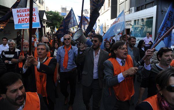 negociaciones salariales. La Asociación Bancaria realizó varias movilizaciones y paros durante el año.