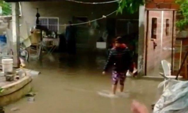 Dramática situación en un barrio de Villa Gobernador Gálvez por el temporal de lluvia