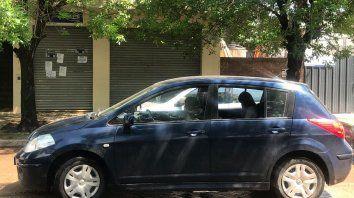 En caravana, numerosos vehículos tocaron sus bocinas por espacio de media hora frente a las oficinas de la EPE.