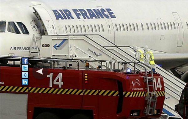 El arribo de un avión de Air France con un pasajero que presentaba síntomas de ébola causó alerta en el aeropuerto de Madrid.