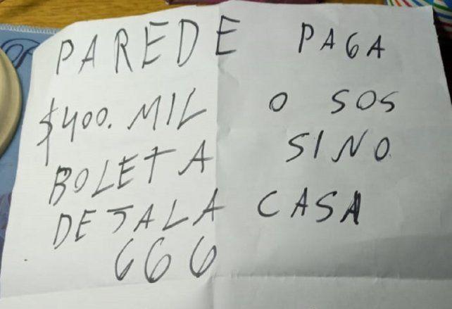 La amenaza dirigida a la familia Paredes fue acompañada por un balazo a la puerta de la casa en la que vivía con ellos el hombre asesinado en junio.