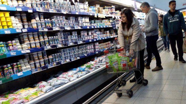 Termina la reducción del IVA pero acordaron bajar los precios de alimentos
