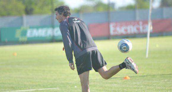 Cagna hizo fútbol y realizó cuatro cambios con un esquema 4-3-3 para recibir a Olimpo