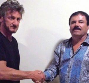 Sean Penn estrecha la mano del jefe narco mexicano recapturado hace algunos días.