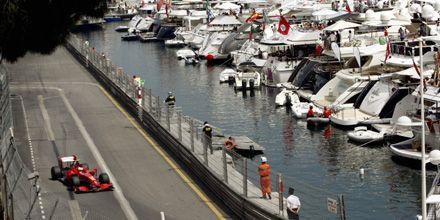 Button larga primero mañana en Mónaco, Kimi va segundo y Barrichello tercero