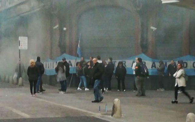 Los empleados mercantiles concentraron frente a la tienda Falabella