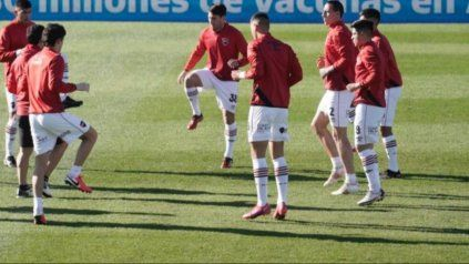 El plantel de Newells, en el trabajo precompetitivo en el estadio de Patronato, en Paraná.