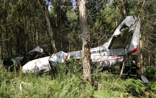 La avioneta sanitaria cayó ayer a la madrugada cerca del aeropuerto de Lavacolla