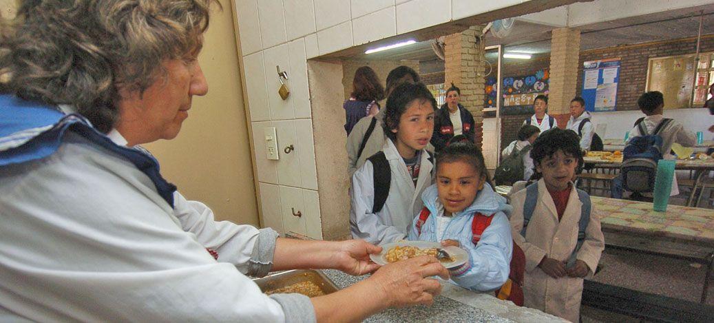Crece la cantidad de personas que asisten a comedores comunitarios