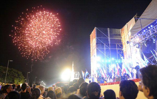 Los tradicionales cierres del encuentro más popular de Rosario se desarrollan siempre a puro color