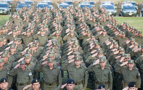Botas y votos. Los gendarmes permanecerán en el conurbano bonaerense hasta las elecciones del 27 de octubre.