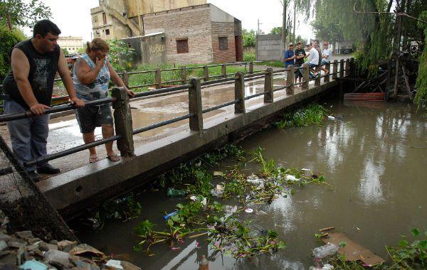 Las aguas del río afectaron al barrio El Mangrullo