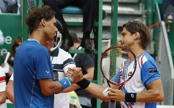 Desazón. Rafa Nadal se retira dolido por la derrota en dos sets.