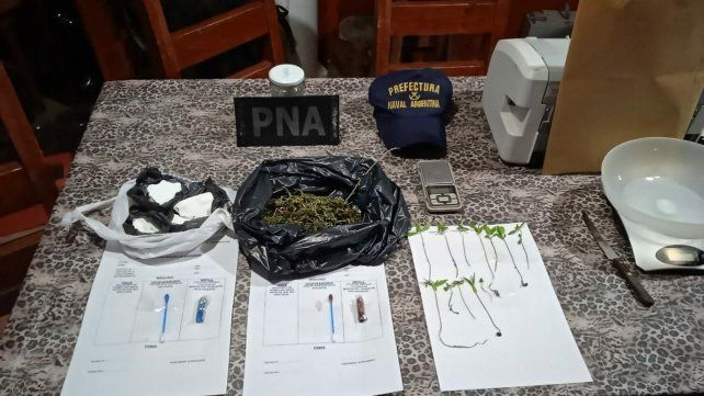 Parte de lo secuestrado en los allanamientos realizados por Prefectura.