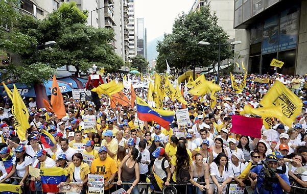 Masiva marcha de la oposición venezolana en Caracas