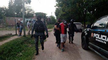 Los allanamientos tuvieron lugar en dos barrios de Roldán y los tres detenidos tenían antecedentes.