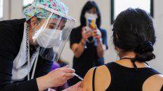 JÓVENES. En Rosario la vacunación convoca a personas de la franja de los 30 años.