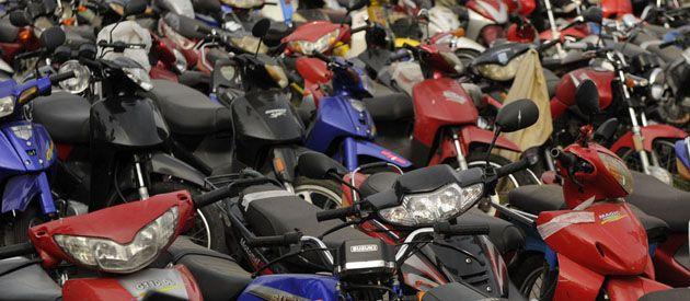 Saturación en dos ruedas. Sólo en el primer semestre de 2012 las autoridades secuestraron 3.592 motos durante operativos de control realizados en distintos puntos de la ciudad. (Foto: Celina Mutti Lovera).