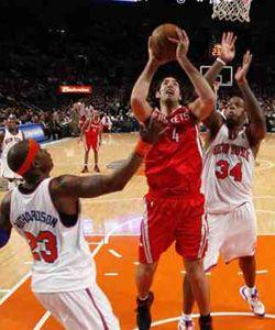 Gran aporte de Scola para la victoria de los Rockets sobre los Knicks