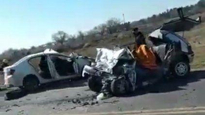 Tres personas fallecieron en un choque entre dos autos en la ruta A-012