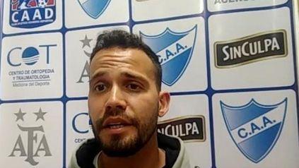 El DT de Argentino del fútbol femenino brindó una conferencia de prensa
