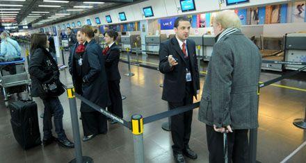 Ezeiza y Aeroparque reanudaron los vuelos tras el cierre por cenizas