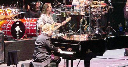 Elton John actuó en la plaza de San Marcos de Venecia por una libra