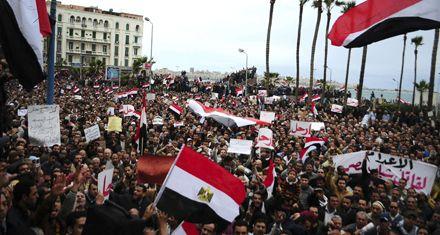 Miles de egipcios se movilizan en El Cairo en el Día de la salida de Mubarak