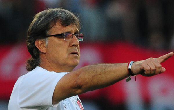 Hacia allá vamos. El Tata Martino ahora quiere intentar hacer historia en la Copa Libertadores de América. (Foto: Alfredo Celoria)