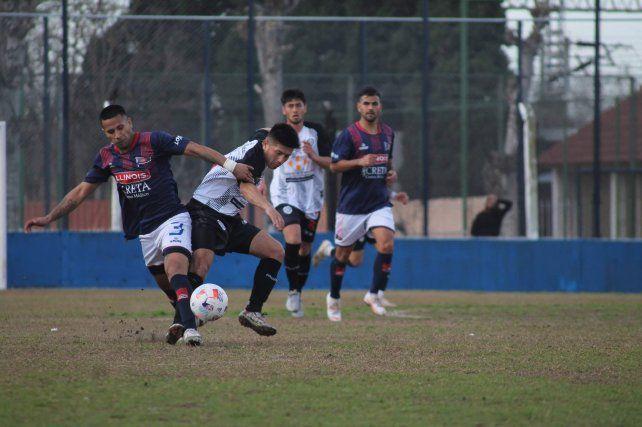 Marcó de taquito. Maximiliano Saucedo anotó el segundo tanto del charrúa en el final ante El Porvenir.