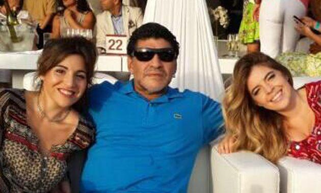 Las chicas acompañan a su papá en Dubai mientras él conduce un reality.