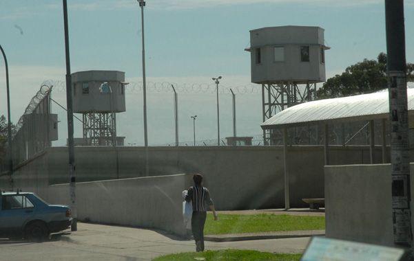 Alcaidía mayor. El penal de Francia al 5200. Para la jueza es incomprensible que hayan llevado al preso al portón.